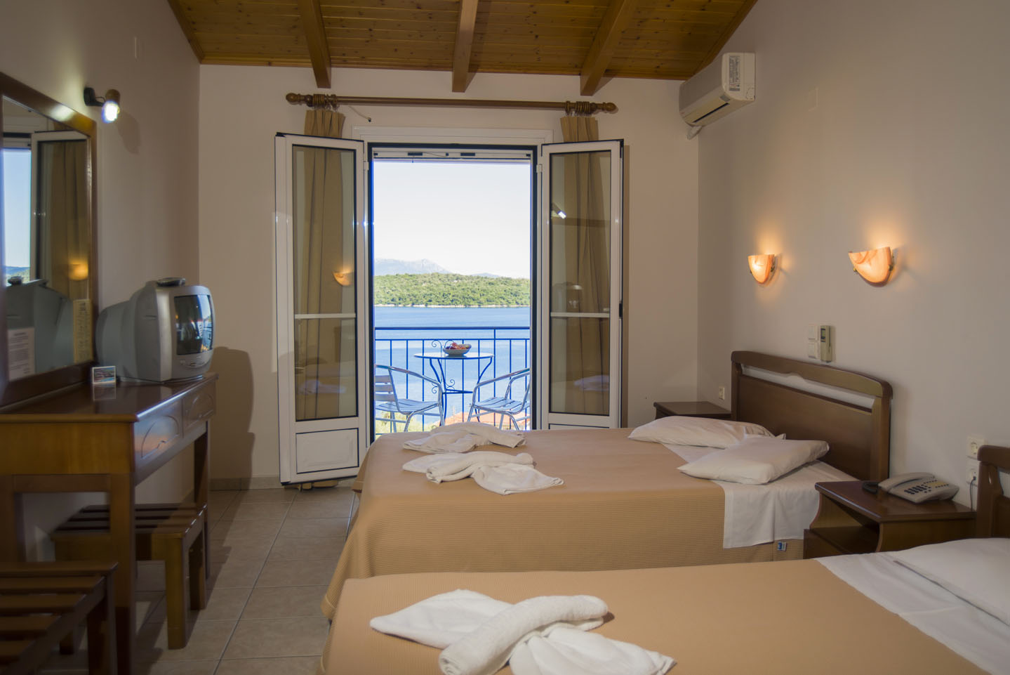 Triple Room with Sea View and Extra Bed